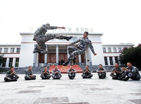 """""""八一""""前夕普洱军分区官兵抓紧训练"""
