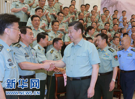 习近平向解放军指战员武警部队官兵民兵预备役人员致以节日祝贺