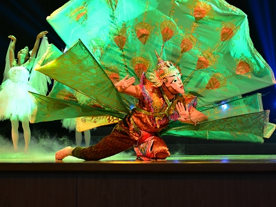 民族歌舞《天赐普洱》杨浦区演出受欢迎
