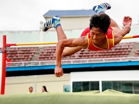 普洱市首届青少年田径运动会:精彩竞技 青春飞扬