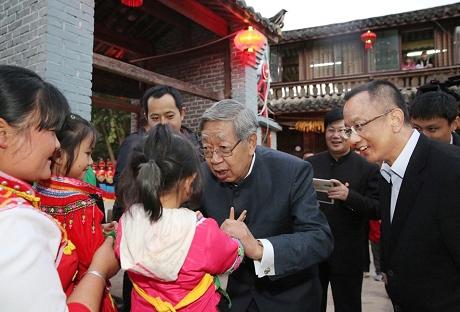 弘扬民族团结誓词碑精神保护和传承民族民间文化