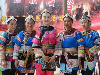 景谷火把节:非遗文化展引众人围观