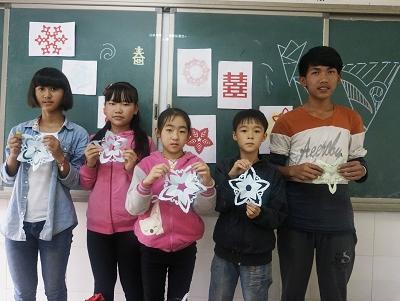 志愿支教团在景东:彩筹名曲品文化 彝情汉意共花朝