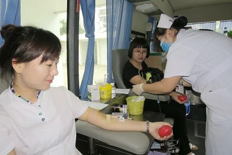 普洱人积极献血 用爱心为生命加油