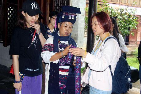 """普洱民族文化元素生活艺术创意大赛创作团到墨江""""寻宝"""""""