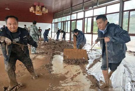 民乐镇党员干部奋战在抗洪救灾一线