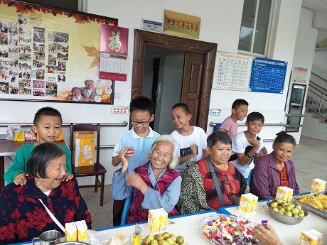 景谷县妇联组织开展青少年敬老助老志愿服务活动