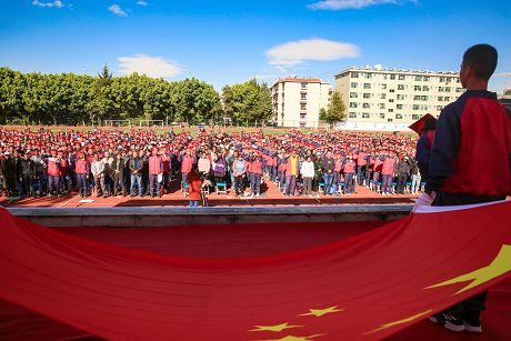 普洱市一中举办高三学生成人典礼并进行备战高考励志宣誓