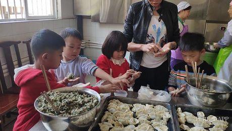 温暖的互联网·我在云南过大年|新春送暖丨萌娃福利院送温暖