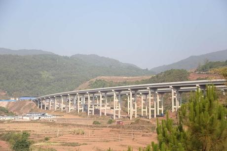 墨临高速公路振太段建设全面推进
