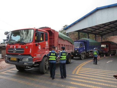 江城:清理公路限高限宽卡点