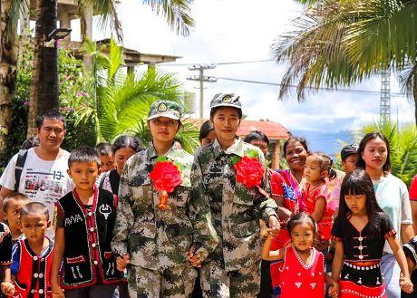 佤族姑娘去参军全体村民齐欢送