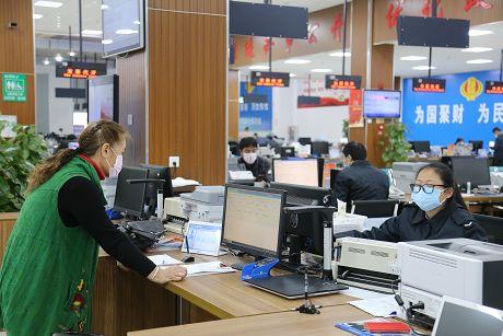 市区政务服务大厅线下窗口开始办理业务