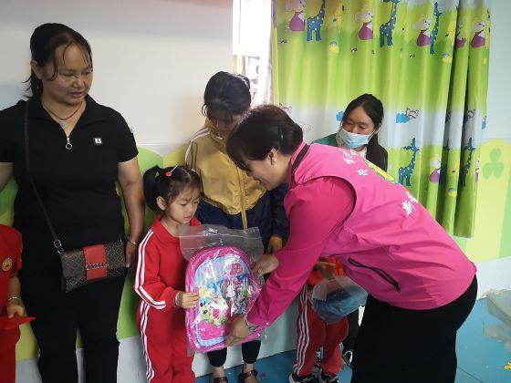 普洱市开展关爱留守儿童志愿服务活动