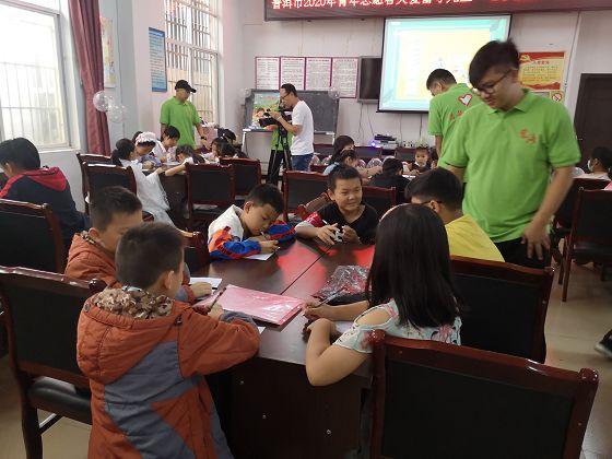 """普洱市青年志愿者开展关爱留守儿童""""七彩假期""""志愿服务活动"""