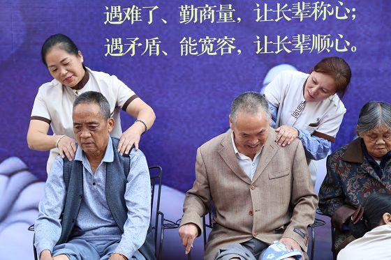 鼎城国际小区:党建+服务建设暖心小区