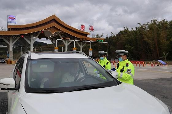普洱交警圆满完成2021年春节期间道路交通安保工作