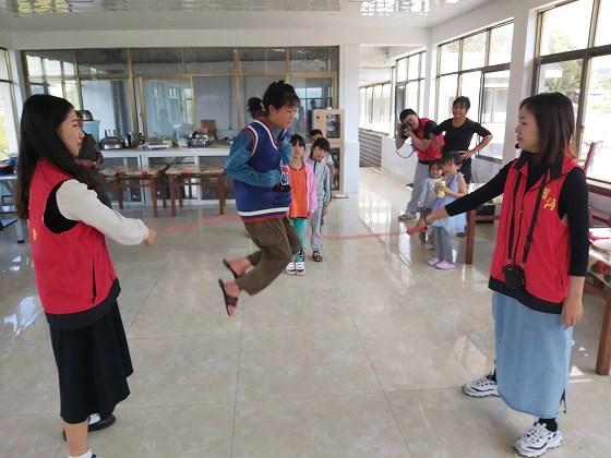 思茅团区委组织开展关爱农村留守儿童志愿服务活动