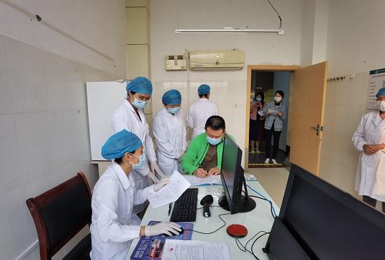景东县为9类人群注射10529针次疫苗