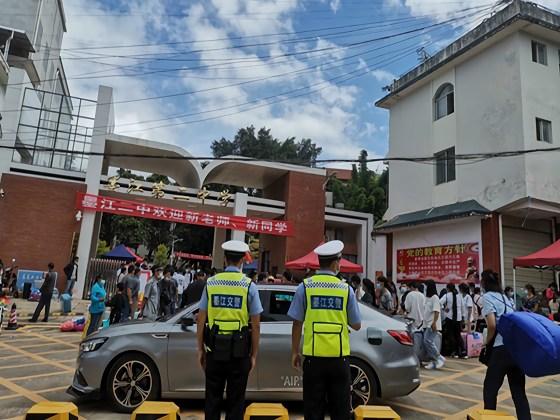 普洱交警加强校园周边警力部署